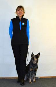 Eva Holderegger Walser mit Schulhund Yumi